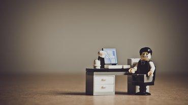 Lego-Figur als Arbeitgeber